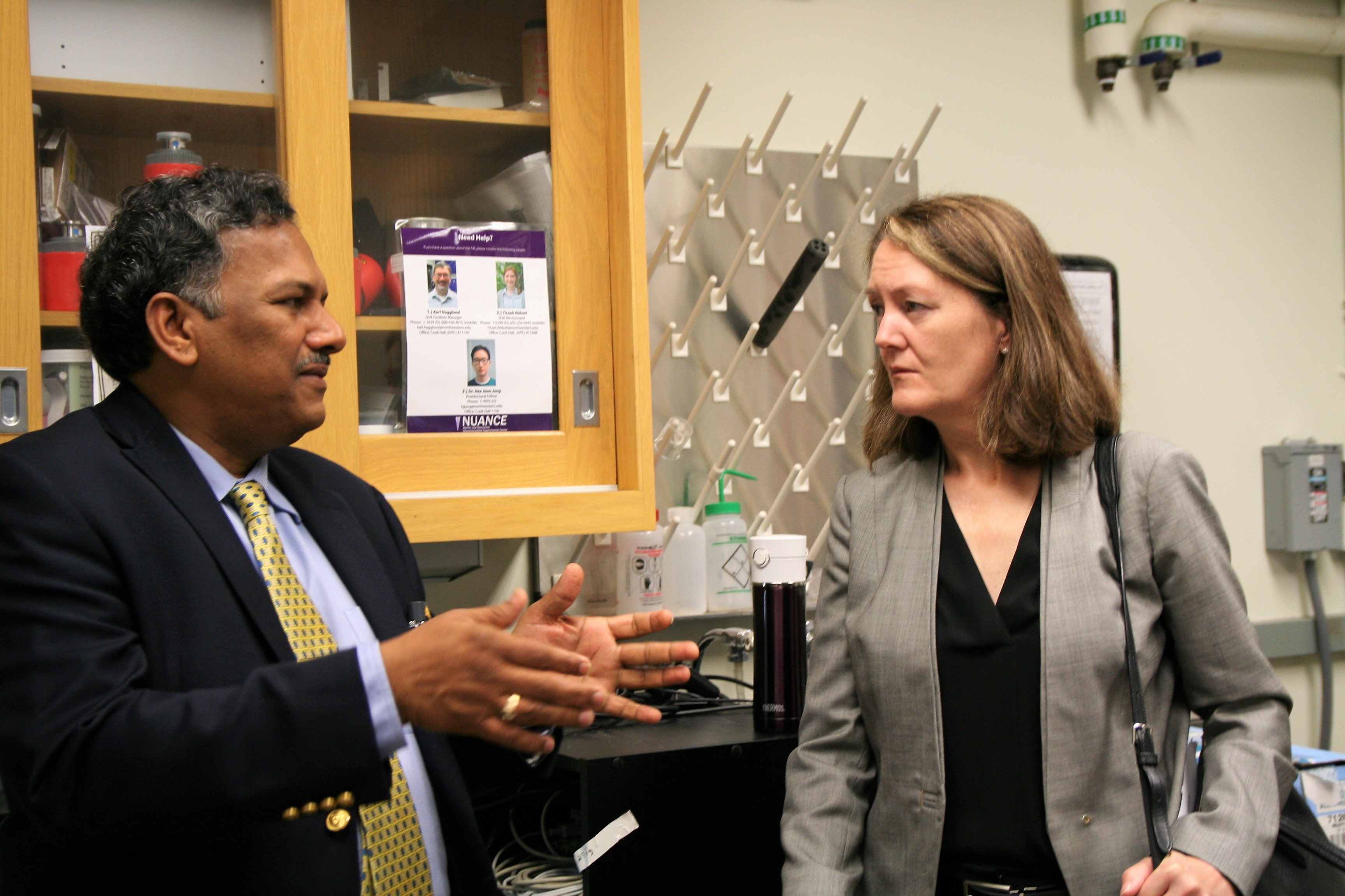 Prof. Dravid discusses NUANCE Facilities with Dr. Benson Tolle.